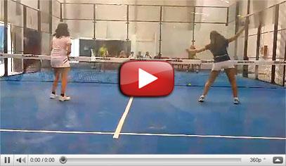 Nuestras chicas del equipo femenino de menores disputando un partido